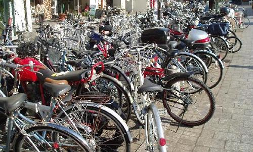 駅前の放置自転車が引き起こした事故の責任は自治体や鉄道会社にある?