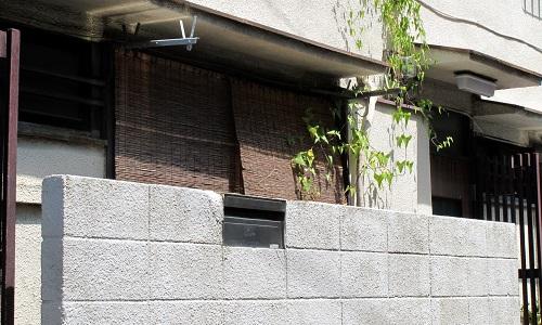隣の家との境界が曖昧で一部が敷地に入り込んでしまっている場合、正しい境界にしてもらうには